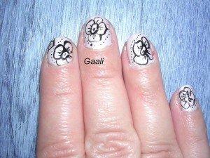 04.04.12-300x225 fleurs dans Nail art en général