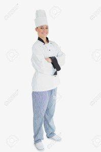 18123059-portrait-en-pied-de-femme-chef-avec-les-bras-croisés-debout-contre-un-fond-blanc